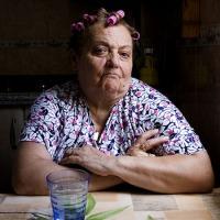 """Nuevo diccionario de la RAE incluye la palabra """"bruja"""" como sinónimo de suegra"""